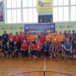 В Камбарке несколько поколений спортсменов встретились на волейбольной площадке